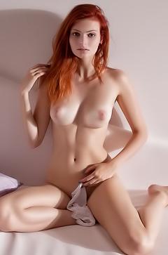 Sexal redhead babe Klarissa
