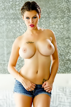 Glamour Peta Jensen with hairy pussy