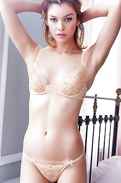 Fashion hot model Stella Maxwell