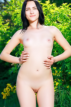 Ukrainian Indiana Blanc is posing naked