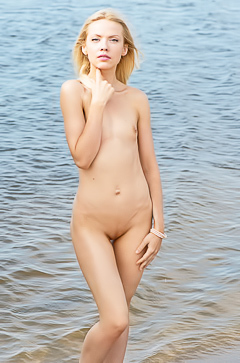Camelia - wet babe in the sea