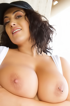 Fiona Siciliano With Amazing Big Natural Boobs