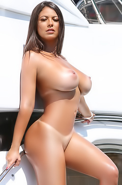 Pretty white girl nude