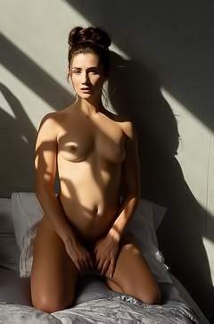 Alexandra Belle likes to spend her mornings naked