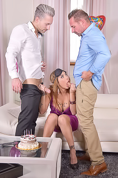 Heidi Van Horny Two Dicks Make Her Scream