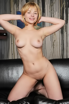 Bianca Bell - Sexy natural curves and a sly, come hither smile