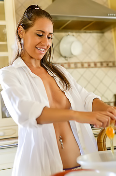 Hot Baber Jess  Cooking Topless
