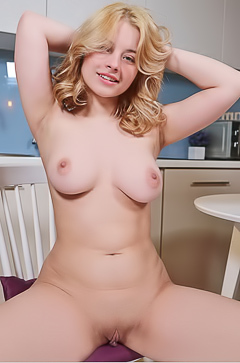 Hot Busty Bianca Bell