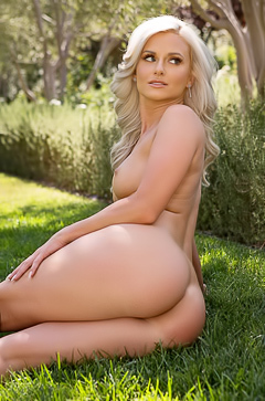 Veronika Skylee loves to visit the park in the nude